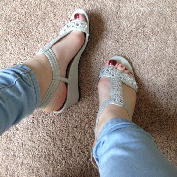 attention Shoes - Super cute silver wedges